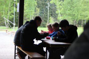 Teilnehmer beim Essen